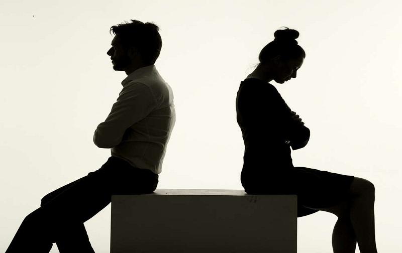 تاثیر تله رها شدگی بر روابط صمیمی و نشانه های آن