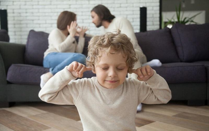 تاثیر طلاق بر فرزندان پسر