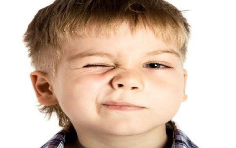 تیک در کودکان و علت آن